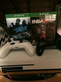 Xbox One console with controller and game case Chicago, 60632