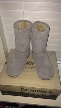 Bearpaw boots  Vancouver, 98684