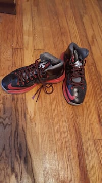 black-and-red Nike running shoes