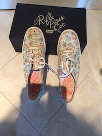 Beige floral sneakers Niagara-on-the-Lake, L0S 1J0