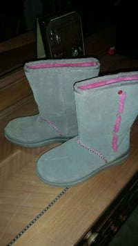 Tan and pink Ugg boots. Sz 4. Wilson, 27896