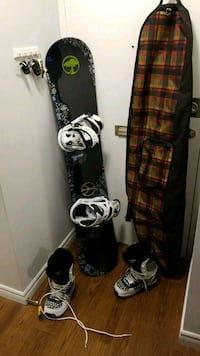 black and white snowboard with bindings Burlington, L7N 2H4