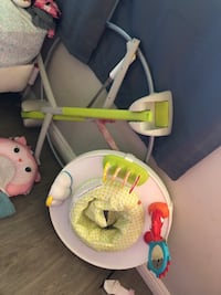 white and green Fisher-Price cradle n swing Los Angeles, 91402