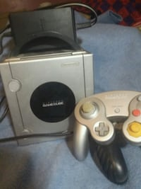 gray Nintendo gamecube with controller Greenup, 41144