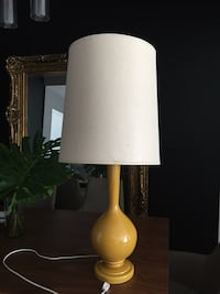 table lamp white and yellow Miami, 33176