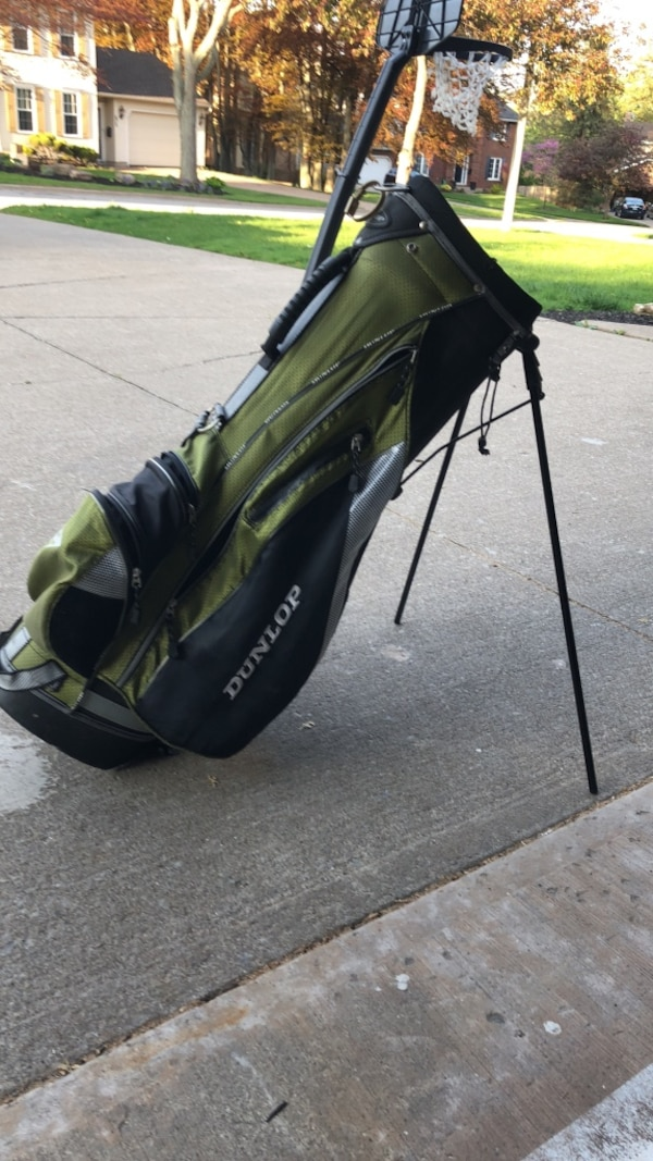Black and green golf bag