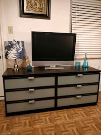 Nice dresser/TV stand/buffet with big 6 drawers. L Annandale, 22003