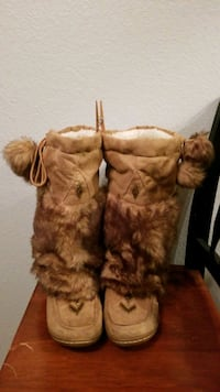 Moccasin style boots with fur Orangevale, 95662