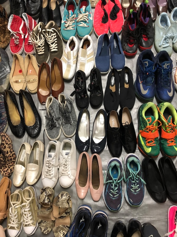 #2)Lot of 220 pairs of mixed summer 9