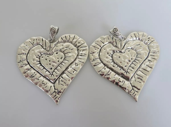 Beautiful Large Abstract metal allow HEART pendants. 1de25af8-79aa-4a20-addc-07b286a4a41c
