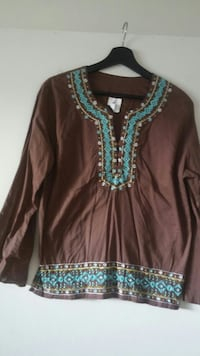women's brown and teal long sleeve top