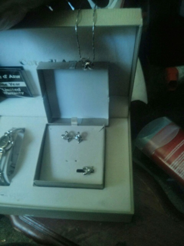Watch and earring and necklace box set 41194097-2760-4f5d-b3fd-ca7e58ea526c