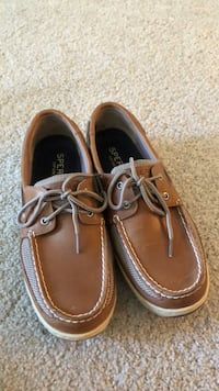 mens Sperry Tarpon boat shoes size 10.5