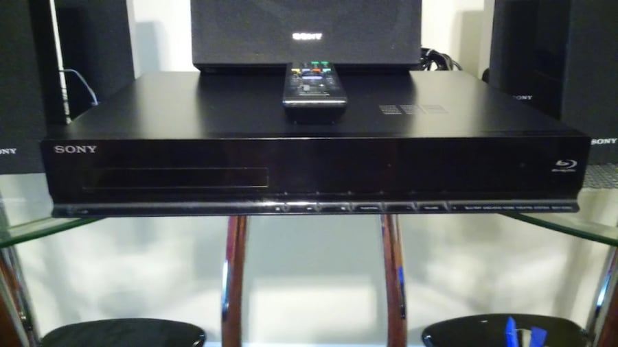 Sony soundsystem and Dvd Blueray player with wall mount f7e42407-4d15-404f-86f0-e534edb2d385