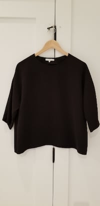 Oak and Fort black 3/4 sleeve women's blouse, like new condition. Size XS, fits like size 4. VANCOUVER