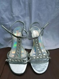 pair of silver-colored open-toe heels 587 mi