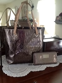 Authentic Michael Kors tote, wallet and dust bag. Crawford, 12549