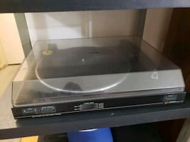turntable LIKE NEW