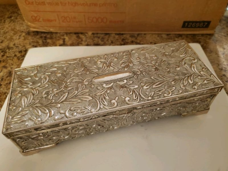 Silver jewelry box dcf98846-ee28-4503-9834-887825356e86