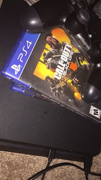 Ps4, 5 games , 2 controllers  Hyattsville District 16