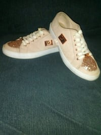 Woman's guess shoes size 6 Blacklick, 43004