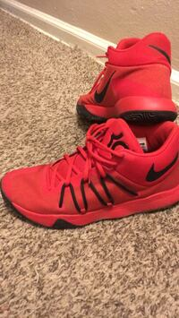 pair of red Nike basketball shoes Des Moines, 50315