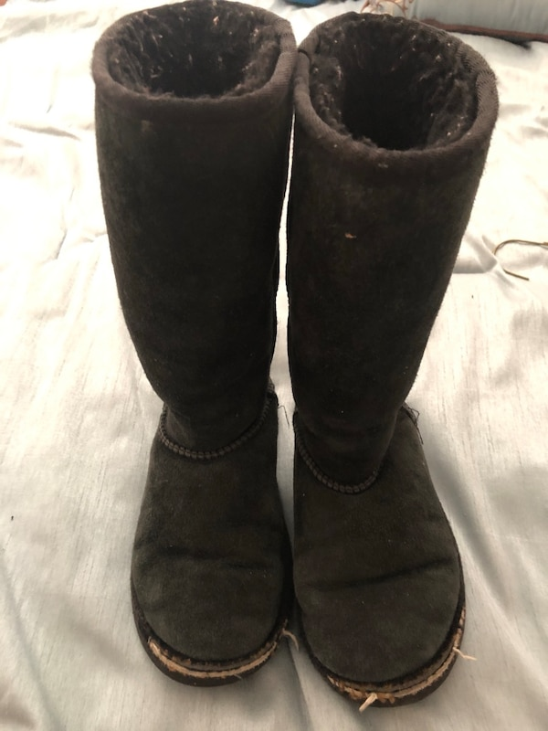 d03add27a68 Little Girls tall Ugg Boots size 7 black