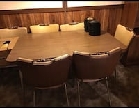 Dining table with chairs in excellent condition 552 km