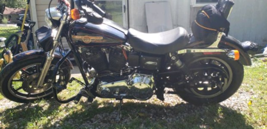 1993 Dyna low Rider. Only thing changed are the Bars.. in great shape! f36fc8f5-75ac-4def-b17a-cd5d215107ac