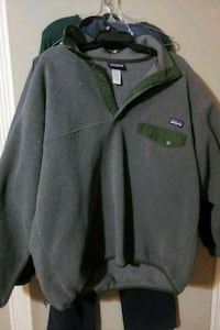 Patagonia lg sweater like new 30 Peachtree City, 30269