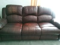 Recliner leather sofa Youngstown, 44512
