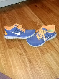 Nikes running shoes size 7