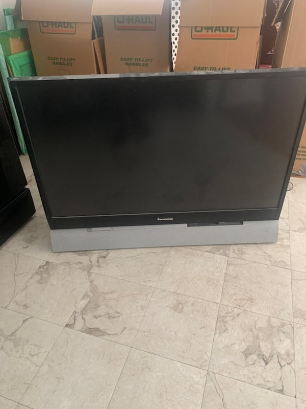"50"" flat screen fat back Tv 546a4e57-af7f-44aa-bdcf-d48f15663bd1"