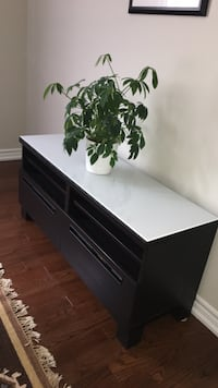 TV stand- excellent condition Pickering, L1W 0A8