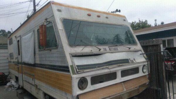 !NEED GONE NOW! RV  runs needs work must tow away