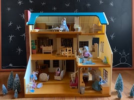 Calico Critters Sylvanian Families Green Hill Doll House, Furnished