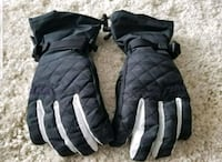 Dakine Boarding gloves,never worn  Airdrie, T4B 0J6