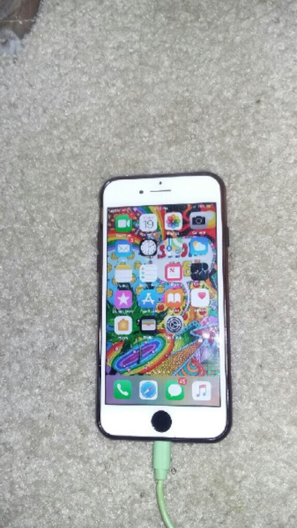 iPhone 7 black and white  0bd1d72f-057c-4846-95f9-a1a714786ae4