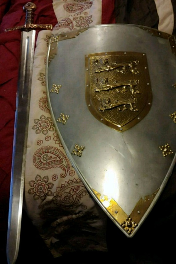 VERY HEAVY Sword and Shield with Lion engravings  9e2c3c95-10fd-434b-9eb5-f02484421980