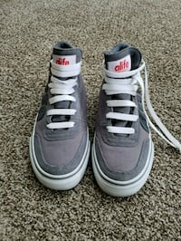 Girls size 5 sneakers  Oakbank, R0E 1J1