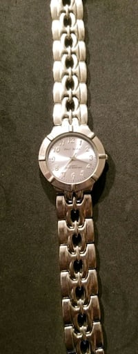 round silver-colored analog watch with link bracelet Washington, 20011
