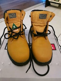 Steel toe boots ladies 8  Toronto, M3L 2J3
