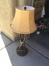 brown and white table lamp 拉斯维加斯, 89139