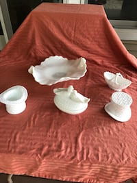5 piece lot of milk glass in beautiful daisy and button design  Kings Park, 11754