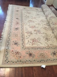 white and brown floral area rug Aurora, L4G 7G4