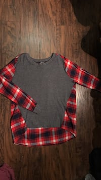 Gray/plaid sweatshirt. Size small Chuckey, 37641