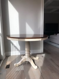 Farmhous Round Dining Table null