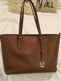 Michael Kors purse (laptop pocket) LIKE NEW Austin, 78727