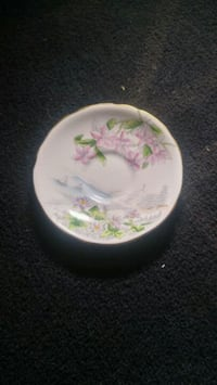 white and pink floral ceramic plate 3156 km