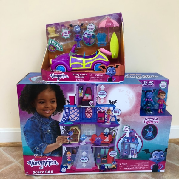(NEW) Vampirina Scare B&B Play House and Beach Cruise 24f68e82-333c-4e05-b994-1602a929e108